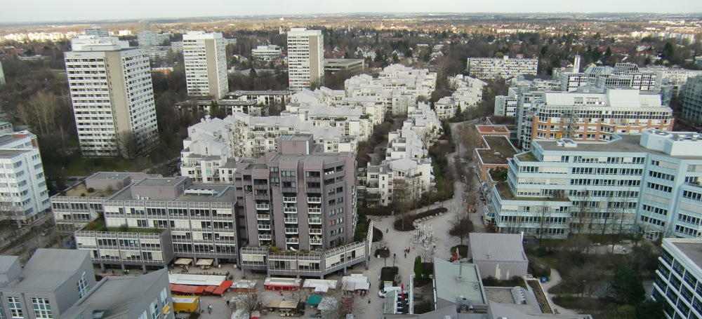 Im Arabellapark, vor allem in zwei Wohnblöcken an der Elektrastraße, werden mehrere Wohnungen zweckentfremdet an arabische Medizintouristen vermietet.