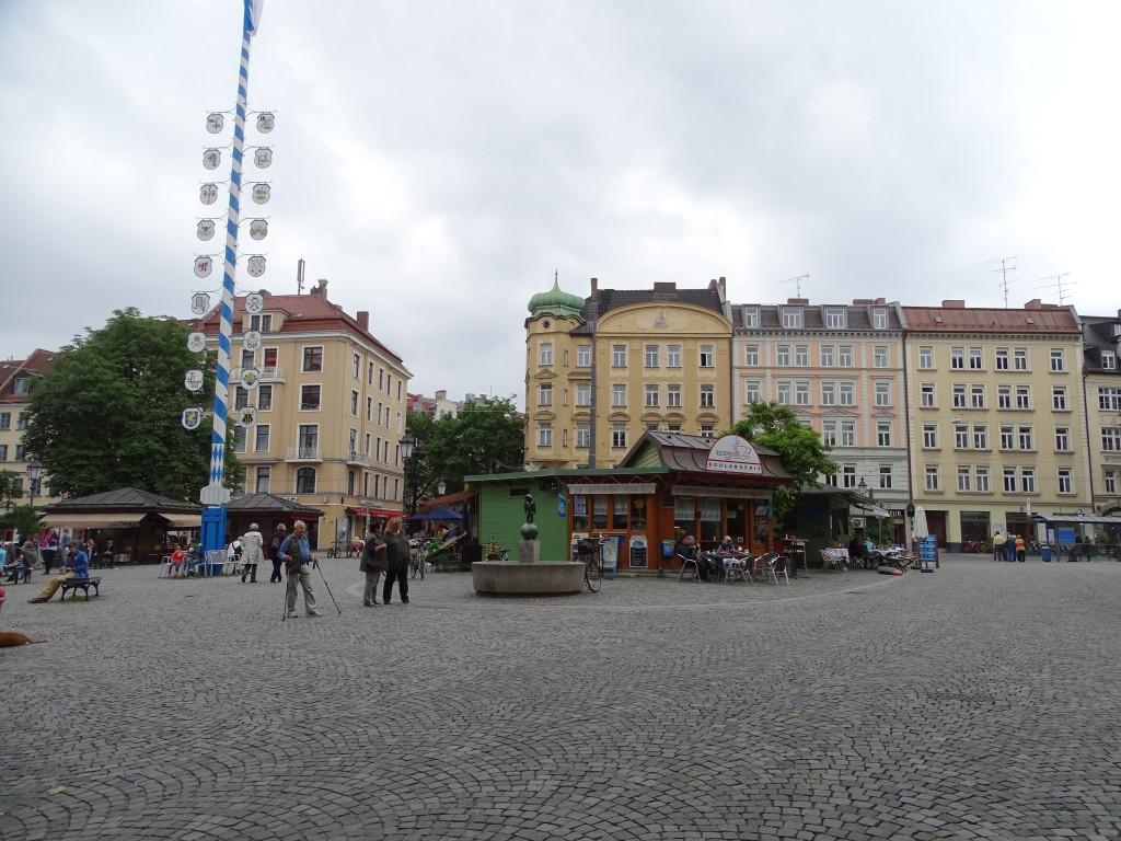 Das Ensemble der Stände am Wiener Platz: endlich stimmt auch die Stadt einer Sanierung im Bestand zu!
