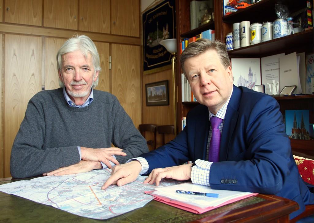 Kämpfen seit über einem Jahrzehnt gemeinsam gegen die Nordost-Verbindung – mit Erfolg, die Planungen werden nun eingestellt: Wolfgang Lüers (l.) von der Bürgerinitiative gegen die Nordostverbindung e.V. und Landtagsabgeordneter Robert Brannekämper (r., CSU).